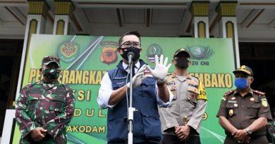 Kang Emil Melepas Pendistribusian Sembako