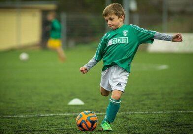 Sepak Bola : Pengertian, Teknik, Sejarah, Aturan Dasar