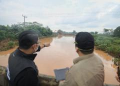 Ridwan Kamil Tinjau Lokasi Banjir di Subang