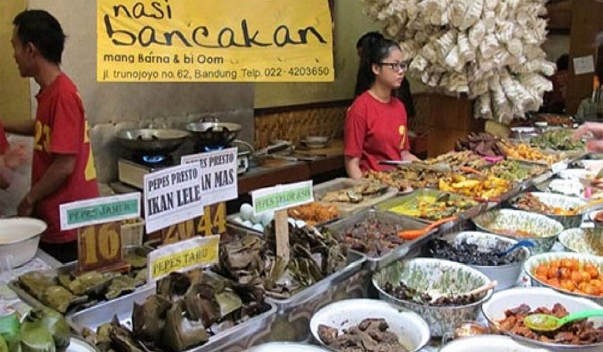 10 Rekomendasi Tempat Makan di Bandung Enak dan Murah